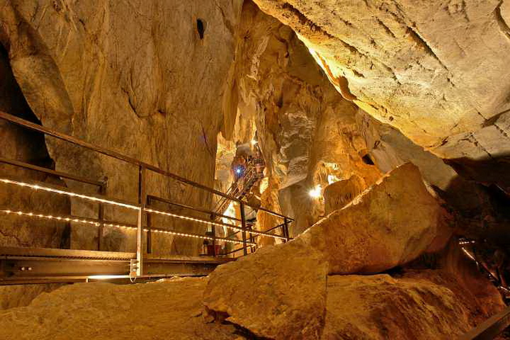 Inland Caves & Wonders Private Tour
